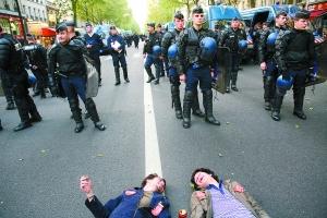 法国八大工会联合游行度过劳动节