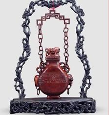 竹雕艺术品收藏新旧咸宜 竹根雕提梁赏瓶估价万元左右