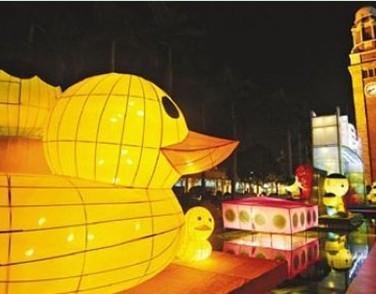 香港迎中秋 小黄鸭变彩灯超吸睛