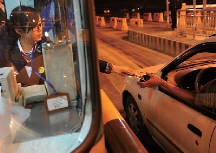 元旦期间7座以下客车走高速公路不享受免费通行