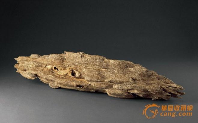 天然沉香华夏收藏网讯近日,某船家从海中打捞到价值连城的巨型沉香木