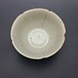 宋代青白釉花口高足小茶碗
