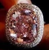 刘銮雄1.8亿拍下稀世粉钻送爱女 已知最大枕形Fancy Vivid级粉钻
