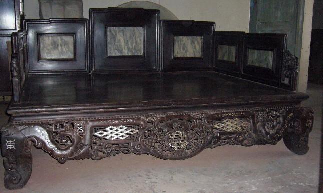 求购上海卢湾老式红木罗汉床回收红木大床收购