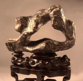 一块明代米万钟款供石15年前从日本回流上海的传奇