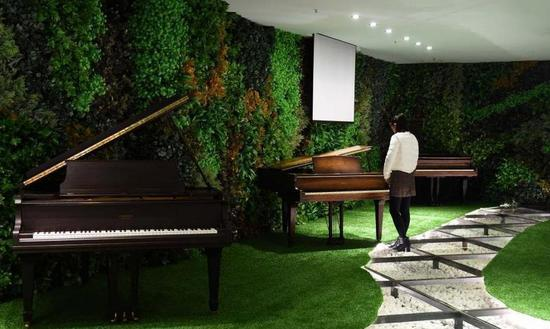 """""""琴痴""""十年时间收藏300余架古钢琴"""