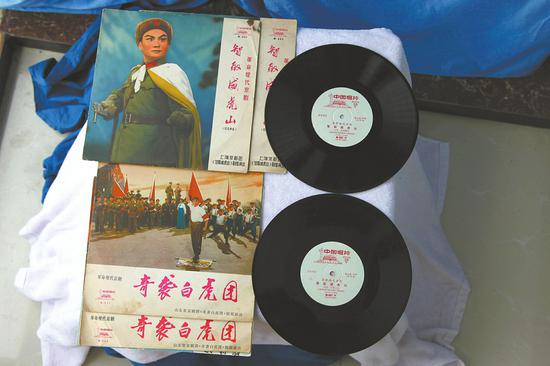 四川老放映员收藏1100件旧物 想建胶片电影博物馆