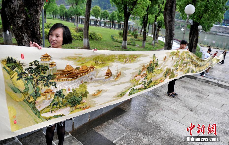 福建市民6年绣出22米长宽0.8米的《清明上河图》