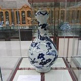 青花龙纹蒜头瓶