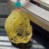 鸡油黄蜜蜡挂坠,雕刻 花开富贵 题材纹饰