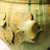 划花堆塑果叶纹青釉盖罐