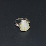 和田玉羊脂级籽料小原石镶银托戒指