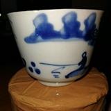 康熙玉字款村屋钓鱼图小茶杯,直径6.8厘米,高5厘米