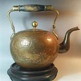 一只老铜壶